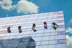 Dịch vụ lau kính tòa nhà cao tầng tại Hà Nội